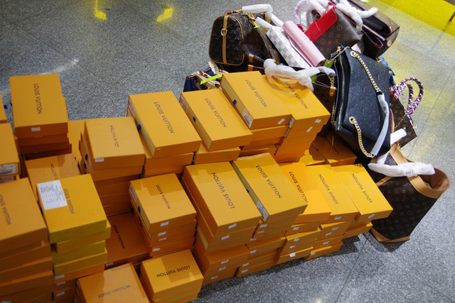 Hang Hoa Nghi Lam Gia Nhan Hieu Louis Vuitton